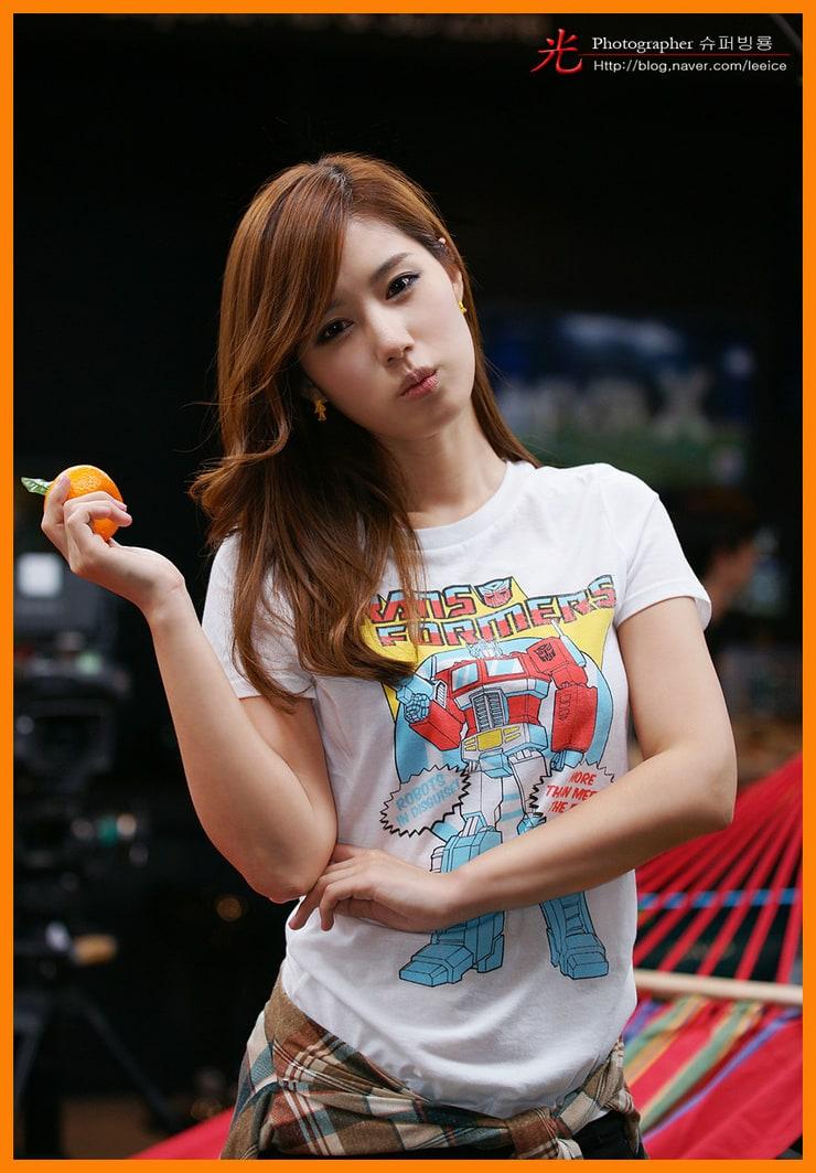 Jina Song Nude Photos 11