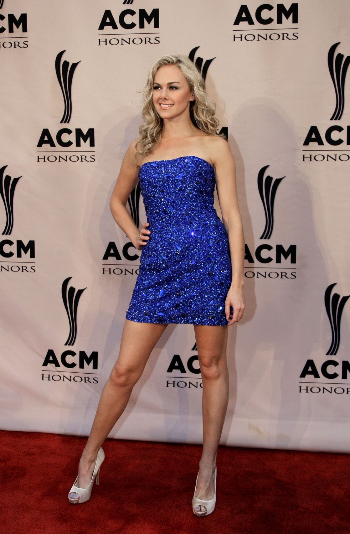 Laura Bell Bundy with a weight of 54 kg and a feet size of 8 in favorite outfit & clothing style