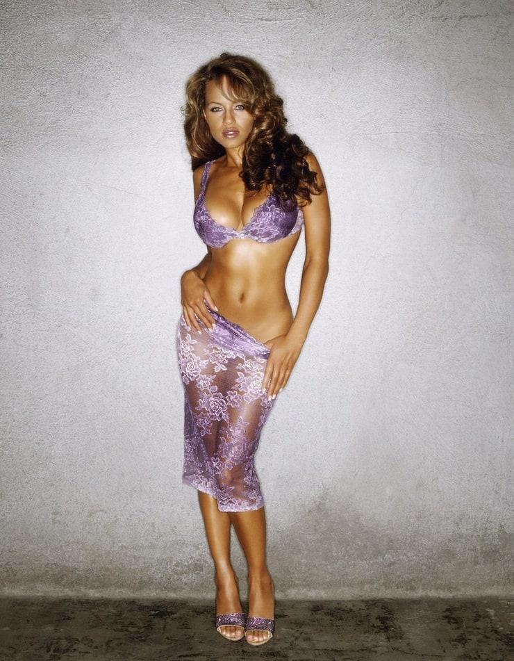 Nude plus sized models