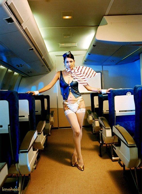 Секс из стюардессой в самолете12