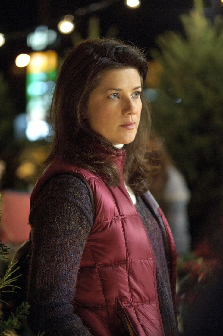 Daphne Zuniga Body Picture of Daphne Zuni...