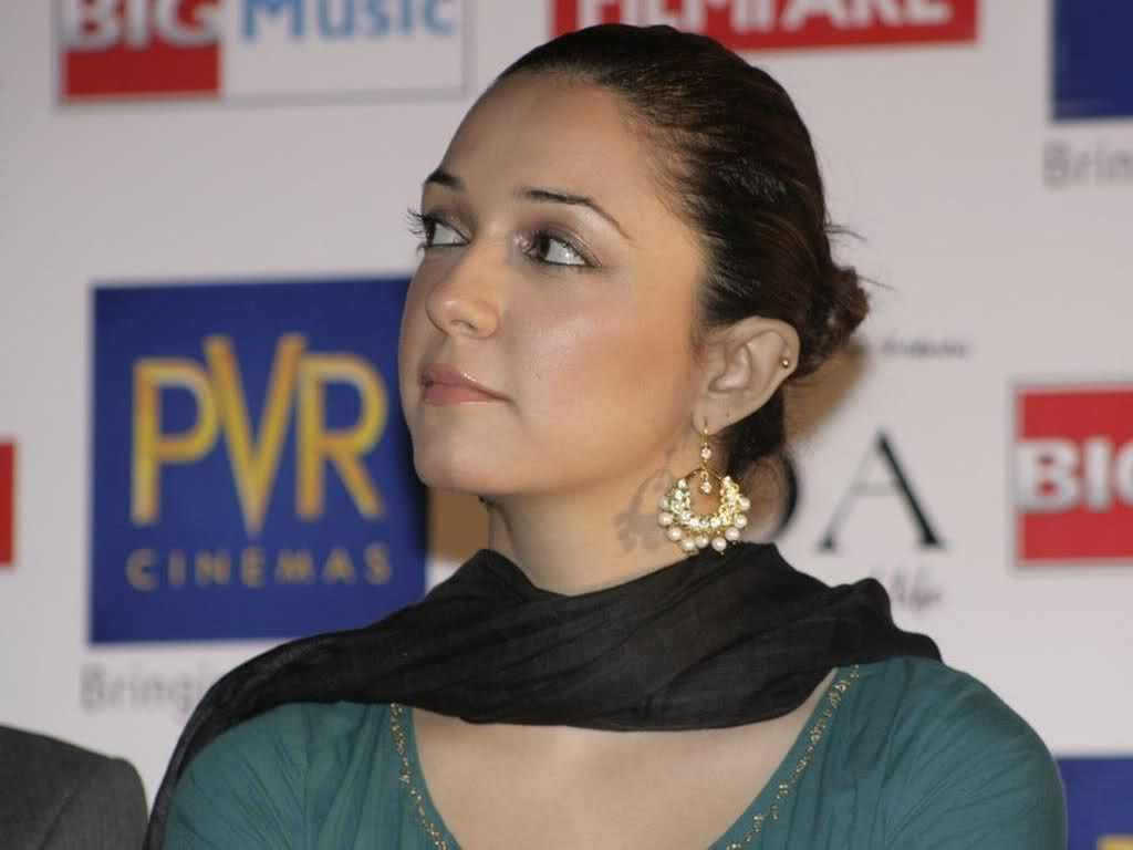 picture of nauheed cyrusi