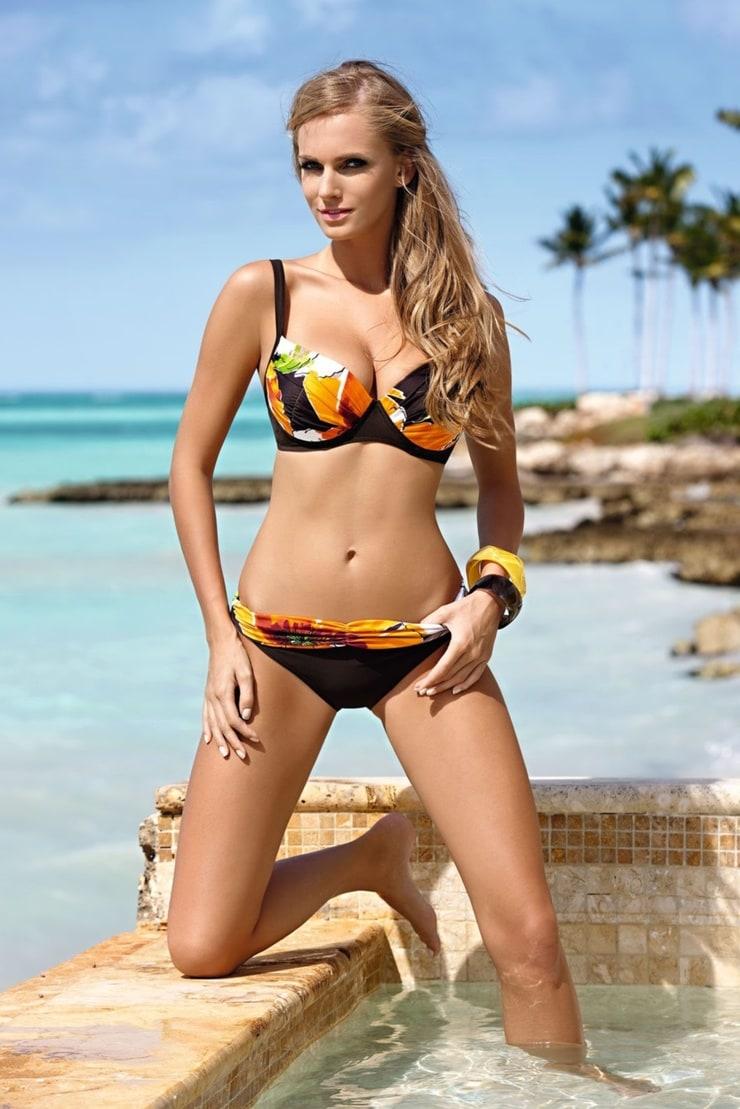 skachat-telok-v-bikini
