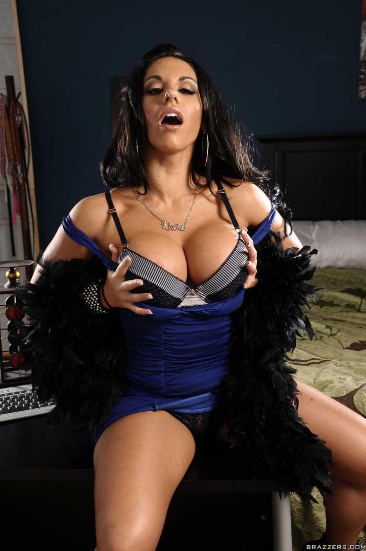 Bella Reese Legt Mit Ihren Dicken Titten Los