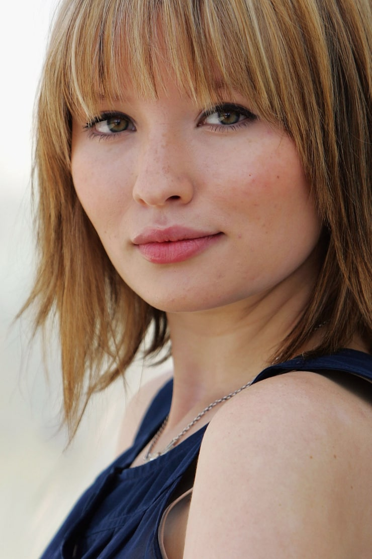 Emily Browning Nude Photos 60