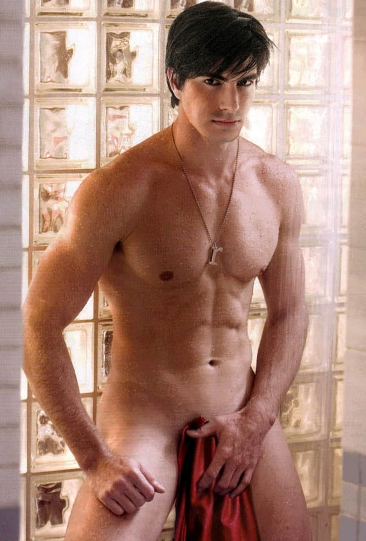 Ashton kutcher gets naked