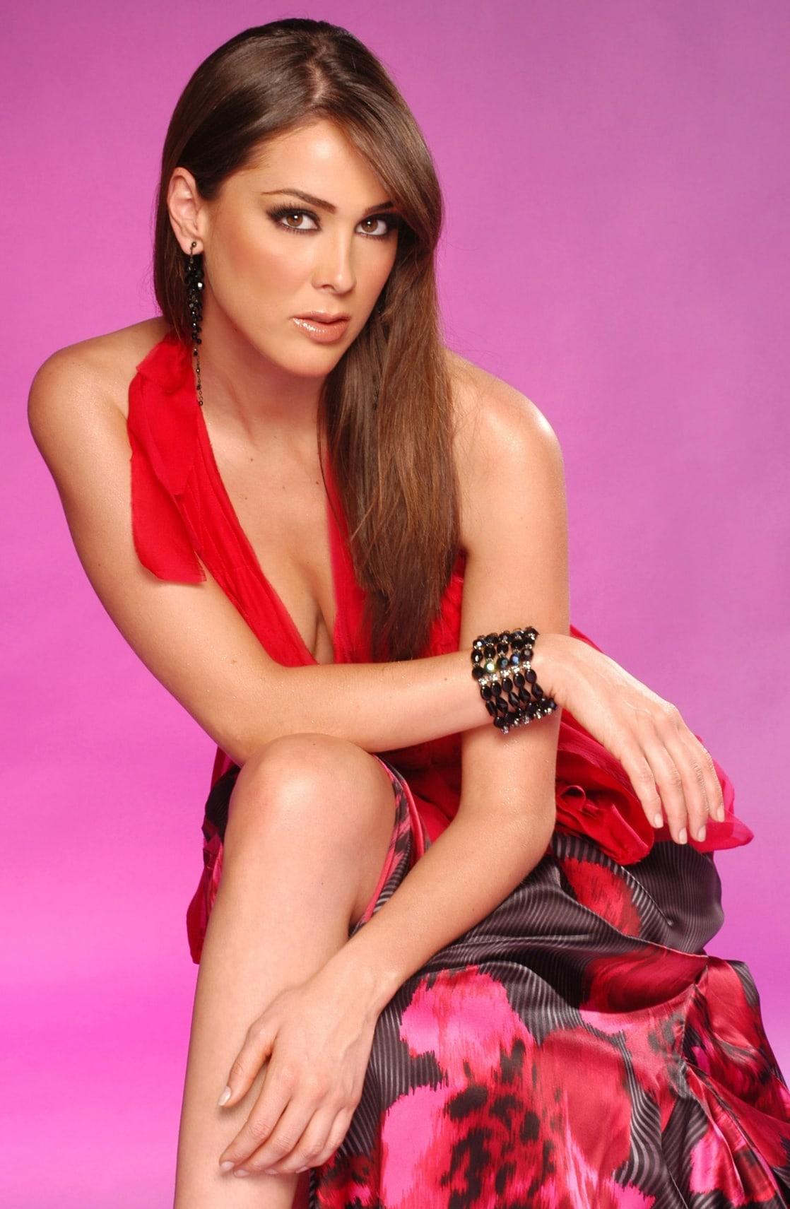 Jacqueline Bracamontes Nude Photos 14