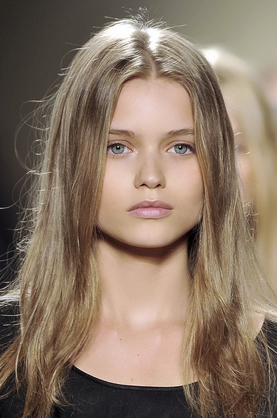 The 30-year old daughter of father Kim Kershaw and mother(?), 182 cm tall Abbey Lee Kershaw in 2018 photo