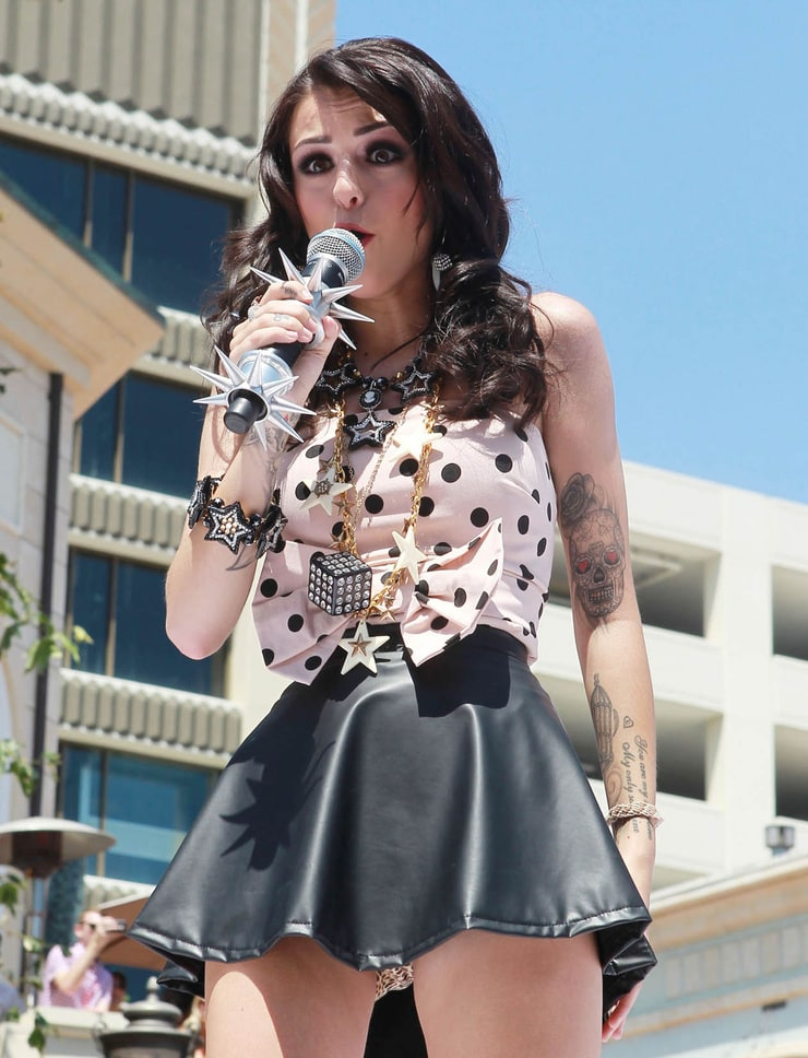 Cher Lloyd Shows Off A Lot Of Skin In Hot Pants And A Cropped Top For Opening Night Of Her Uk Tour