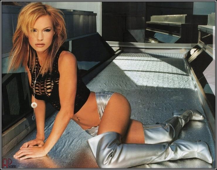 Jolene Blalock nackt, Oben ohne Bilder, Playboy Fotos,