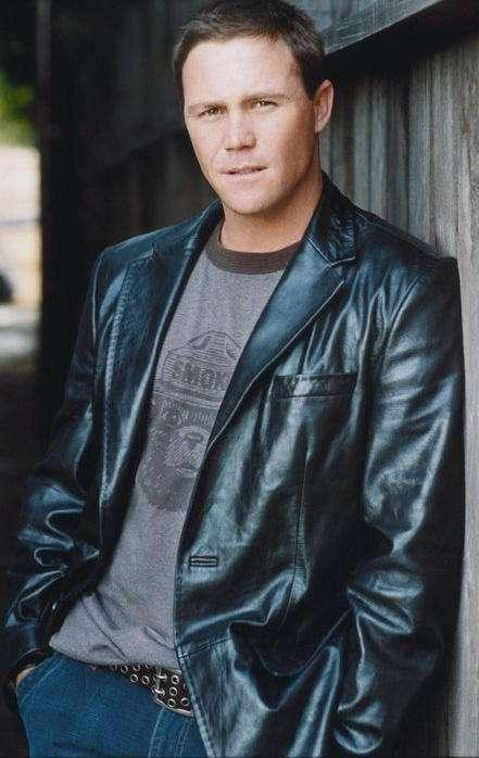 Brian Krause photo gallery - high quality pics of Brian