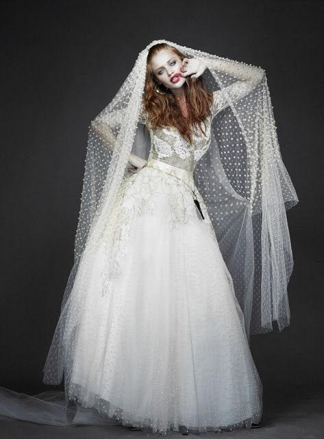 В коллекции представлены платья на все случаи жизни. Рыжие в свадебных платьях