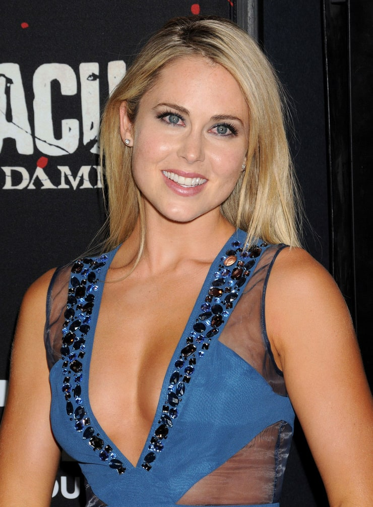 Anna Hutchison Hot