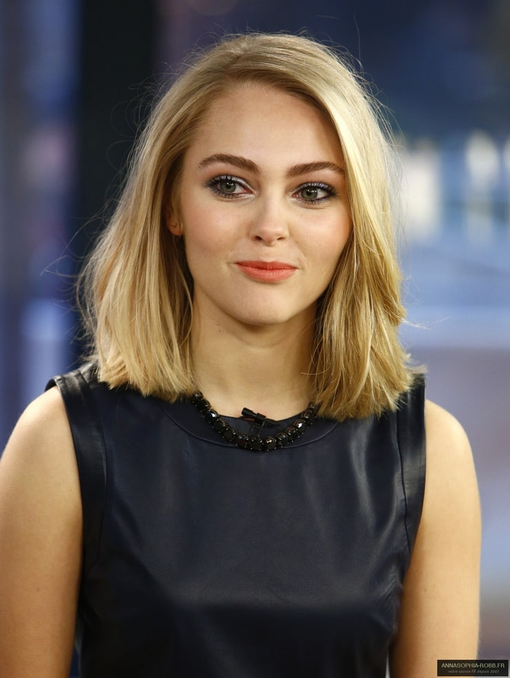 haircuts for to medium length picture of annasophia robb 2322