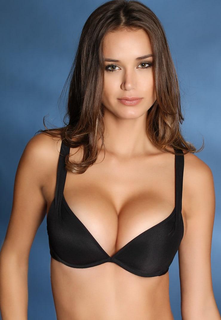 девушки декольте с большой грудью фото