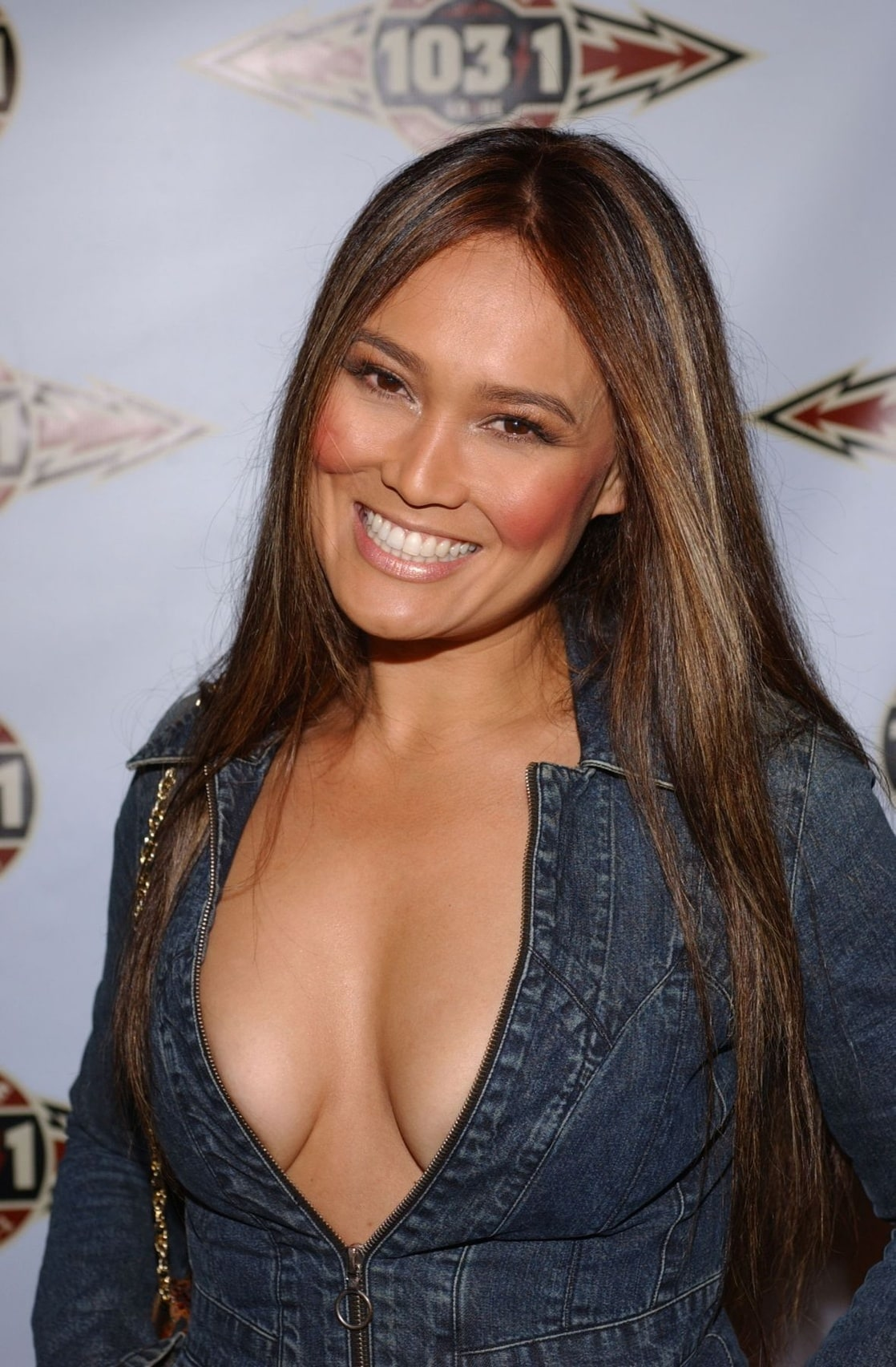 The cleavage thread! 1118full-tia-carrere