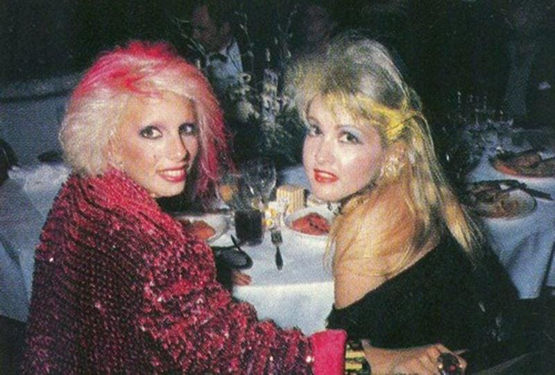 small-dale-bozzio-pictorials-peeing-her