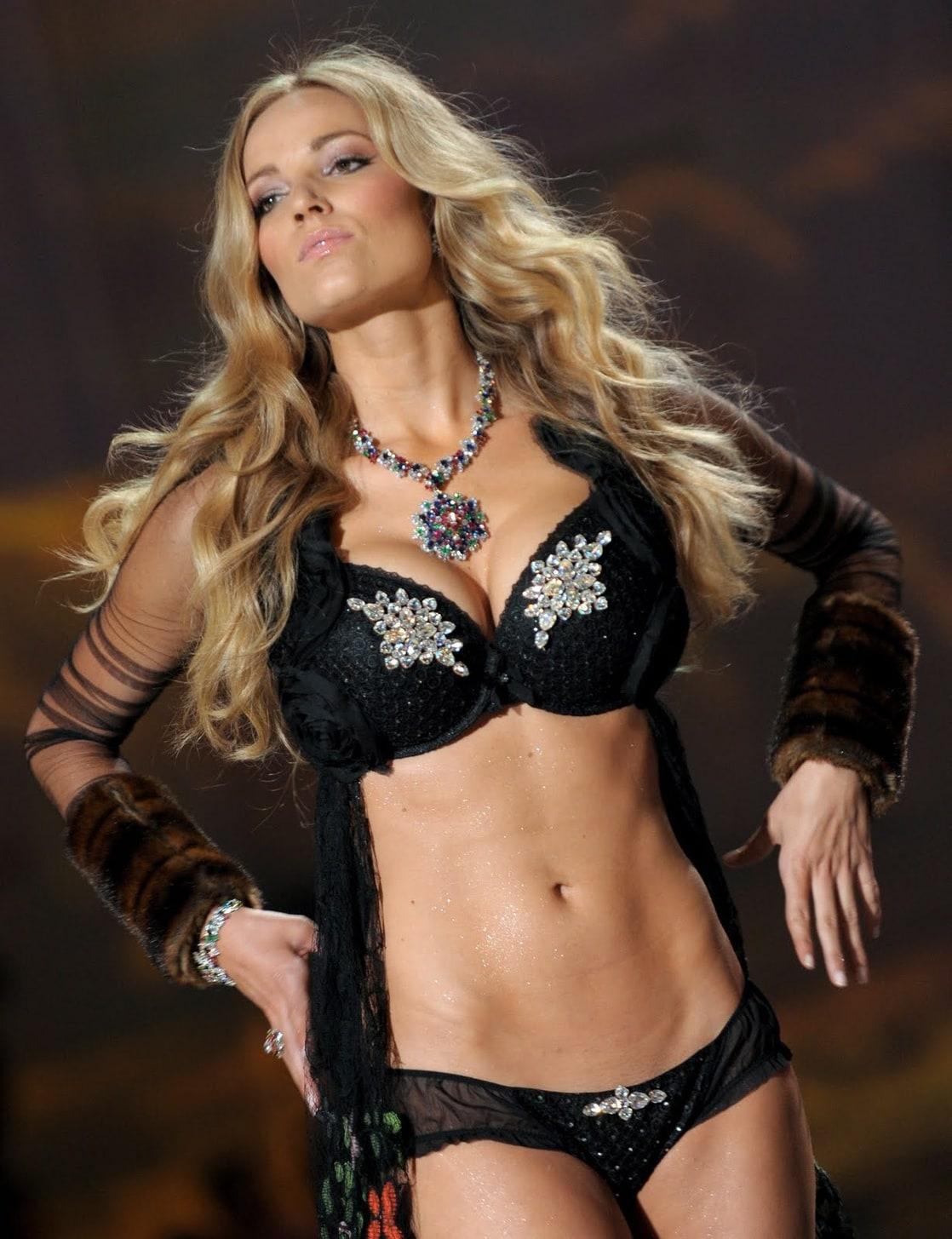 Samiksha XXX nude Frankie Thorn,Stacy Valentine