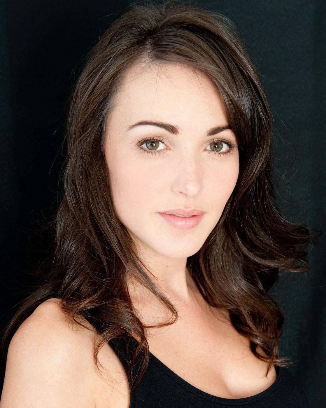 Kelsey Batelaan Nude Photos 30