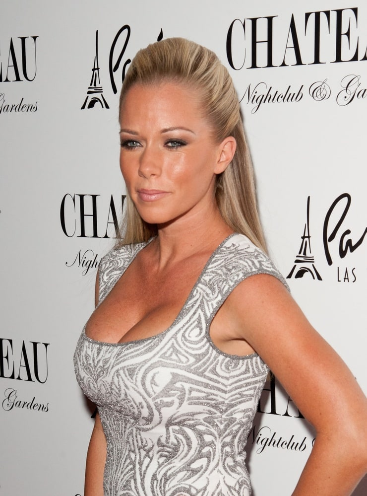 Funny Kendra Wilkinson Posing At Hot Party Photos 1