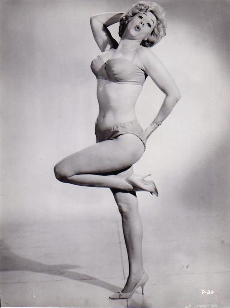 gillian nude Actress anderson