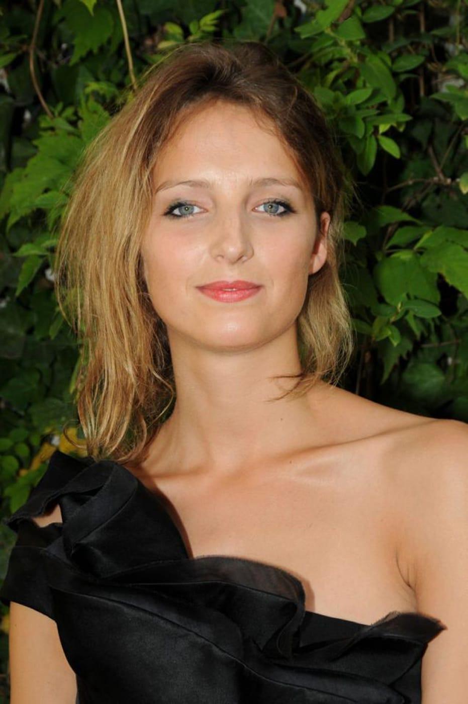 Stephanie Crayencour Nude Photos 8