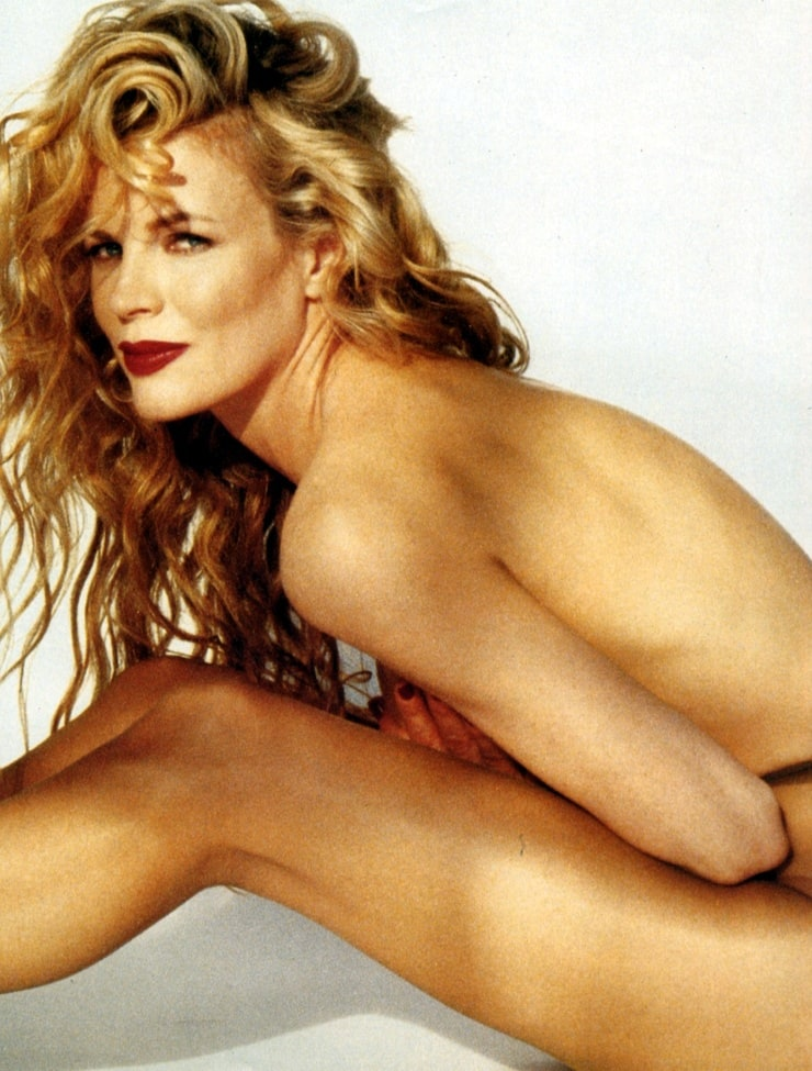 kim-basinger-hot-pic-nightgown-sex