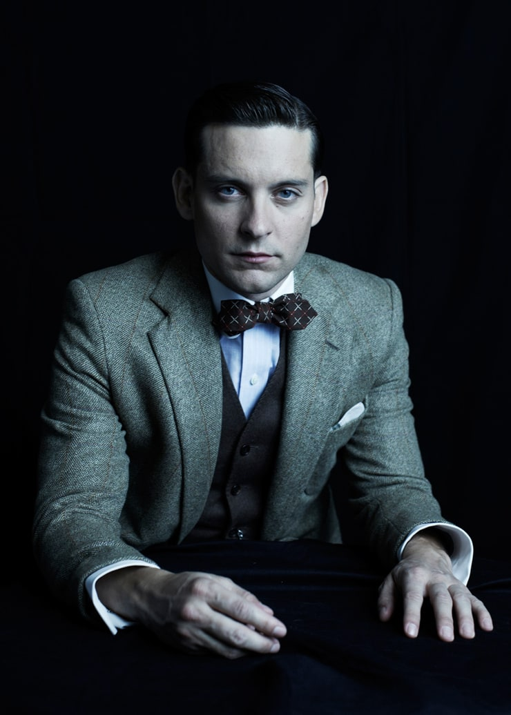 character review for nick carraway of the great gatsby New york, 1922, the jazz age — where the callow nick carraway (maguire), wannabe writer, recalls the tale of super-rich playboy jay gatsby (dicaprio) and his tragic passion for the married daisy.
