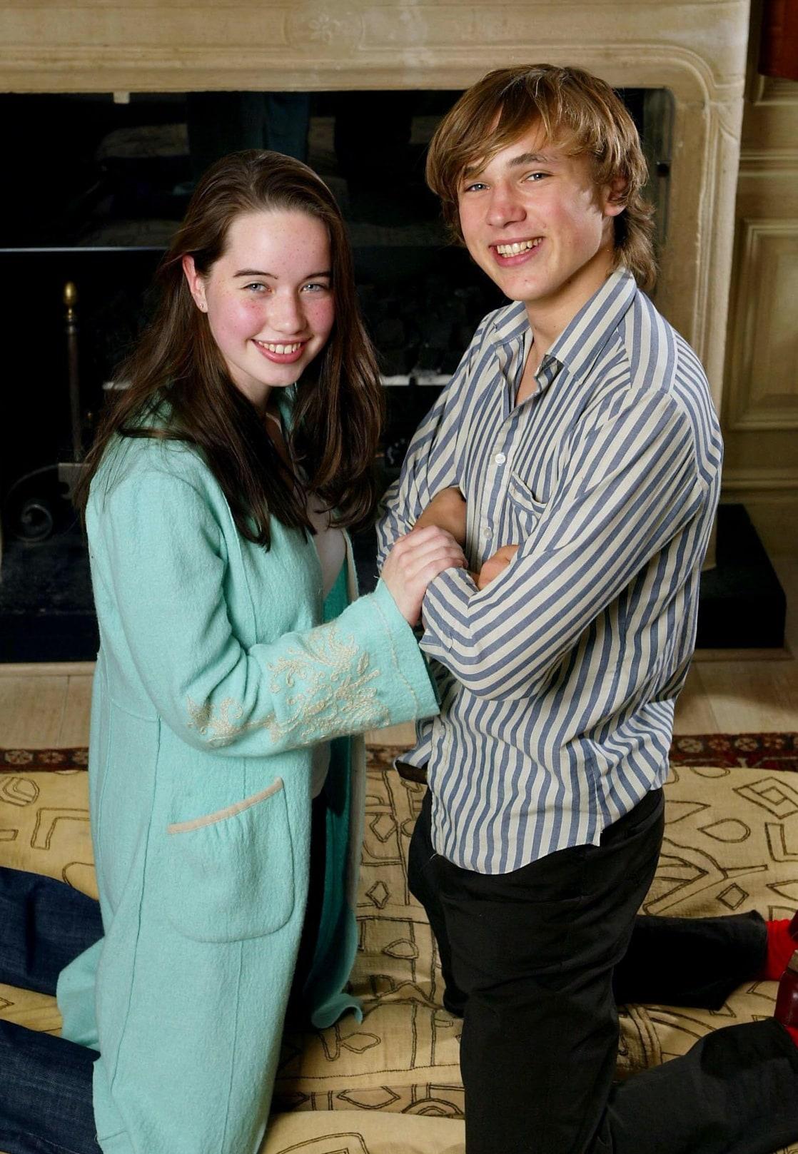 Anna popplewell and skandar keynes hookup