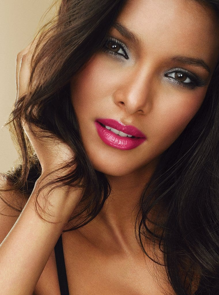 picture of lais ribeiro. Black Bedroom Furniture Sets. Home Design Ideas