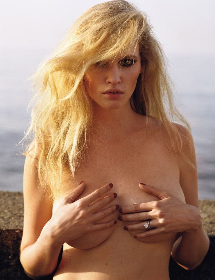Lara Stone Nude Pussy Photoshoot And Topless Behind Scenes