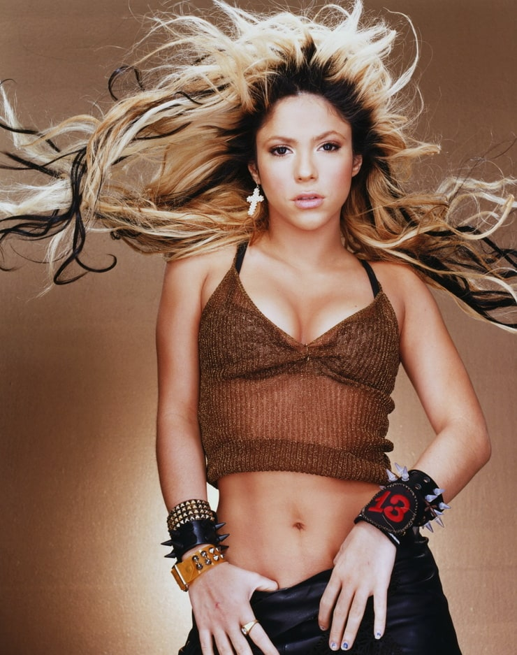 Shakira belly button ring