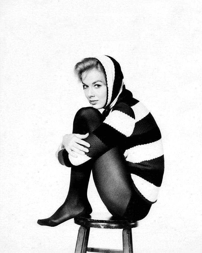 Picture Of Leslie Parrish