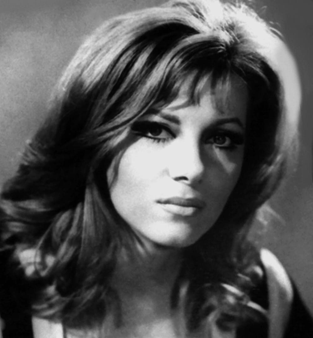 INGRID PITT - SCREAM QUEEN ILLUSTRATED No:5 FOR MATURE AUDIENCES ONLY