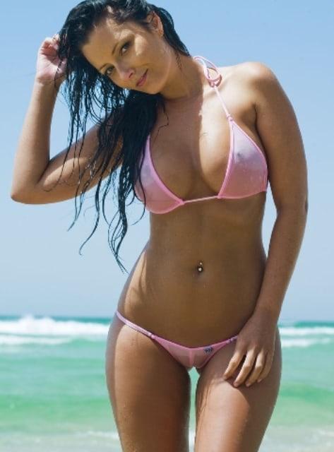 красивые девушки фото в мини купальнике