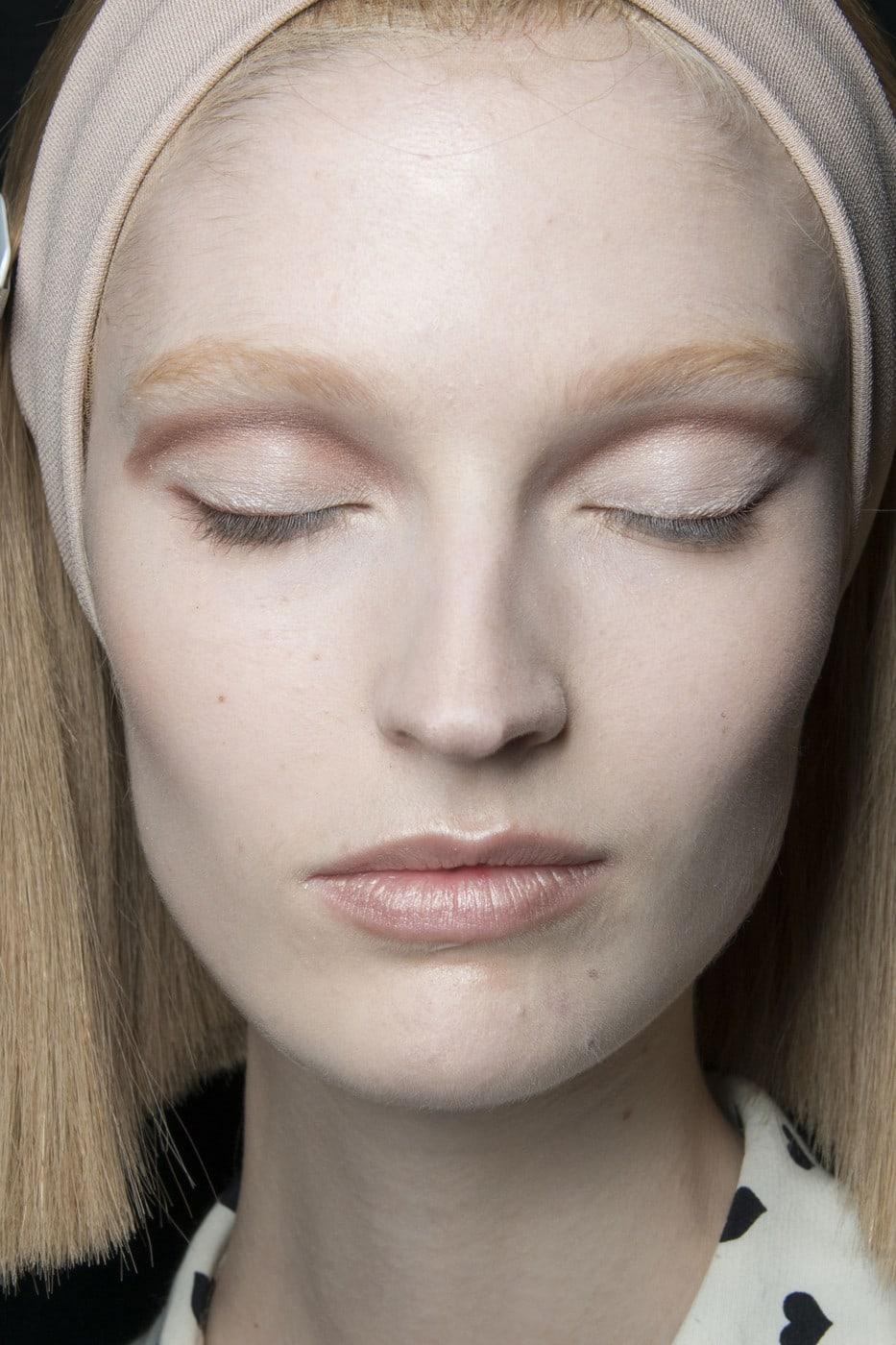 Как сделать кожу бледной на всем теле