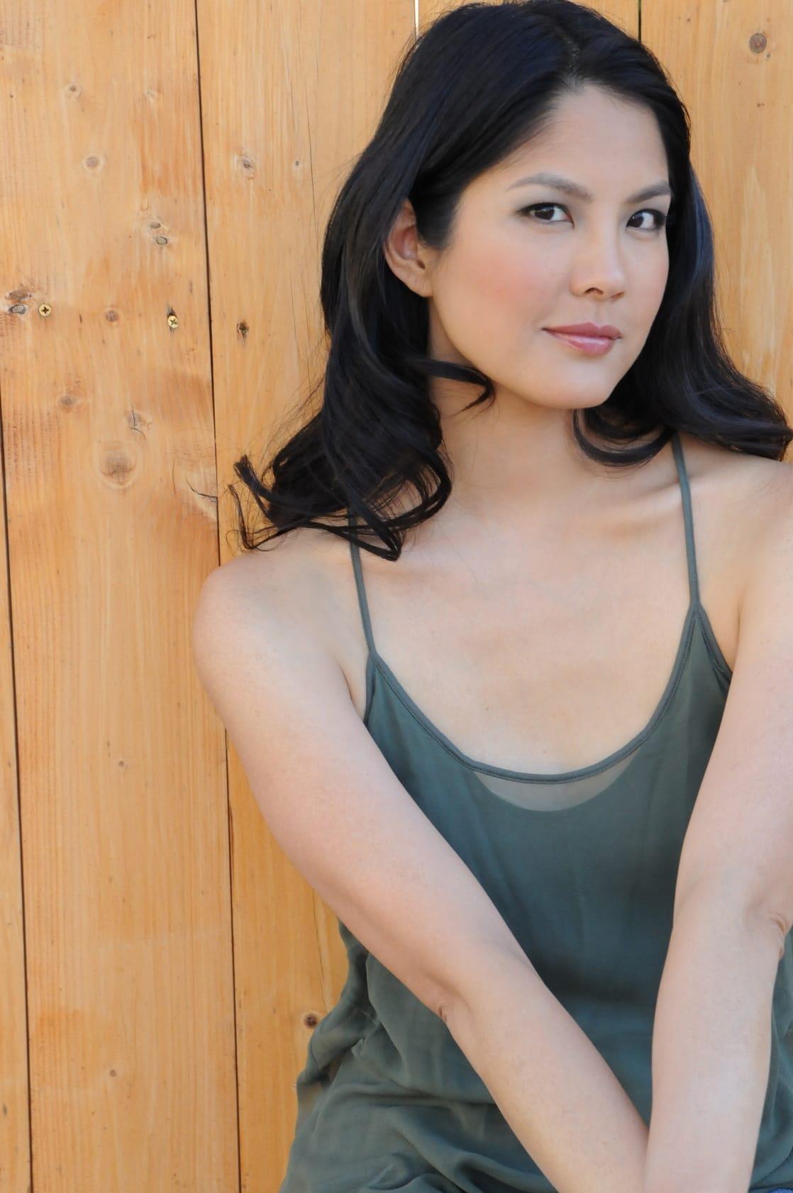 Lynn Chen Nude Photos 23