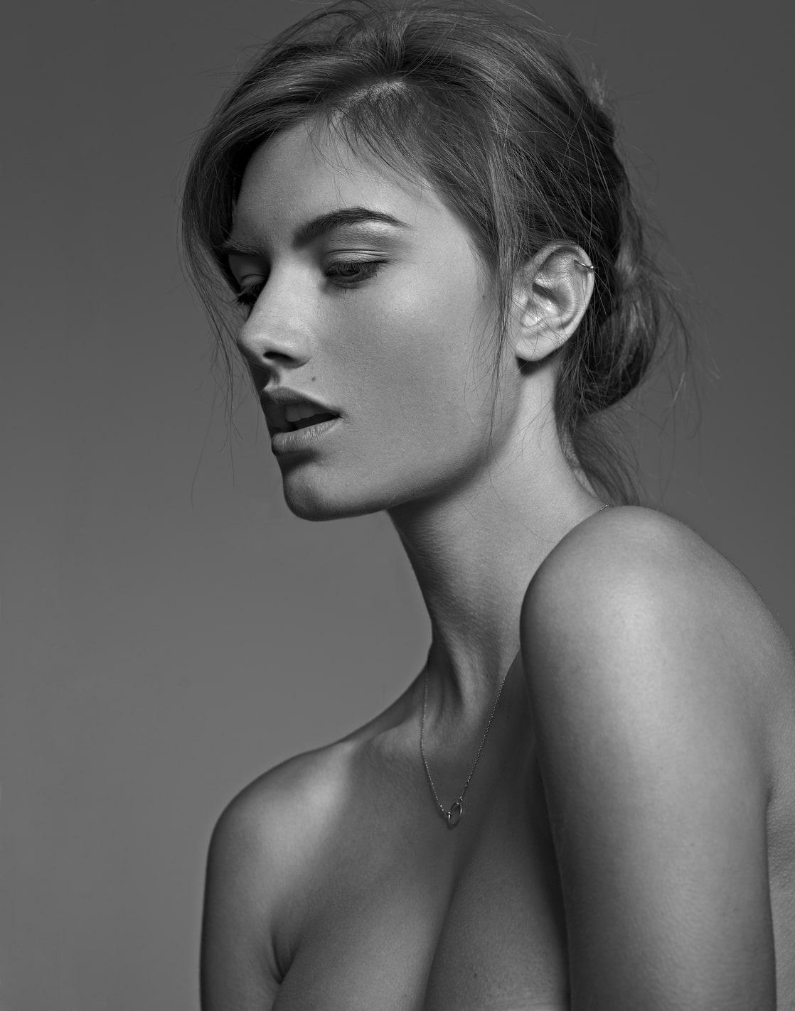 Sara Elle Ogilvy Nude Photos 13