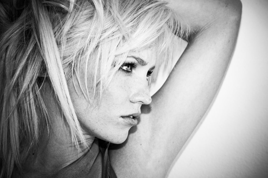 Olivia Hardt Nude Photos 18