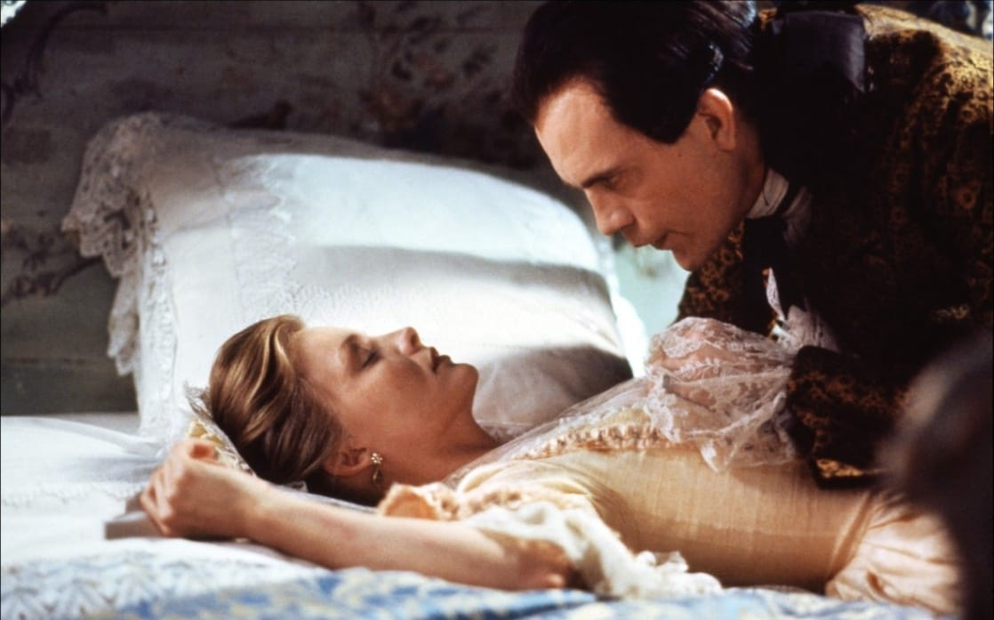 a summary of dangerous liaisons by christopher hampton