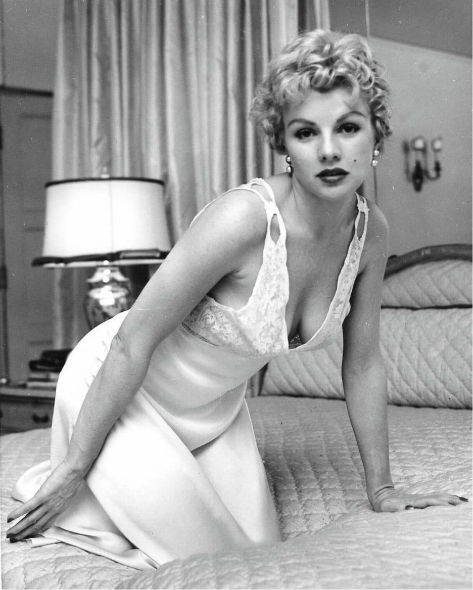 OCTOBER 1958 PLAYBOY MAGAZINE PAT SHEEHAN, MARA CORDAY VOL. 5 NO. 10