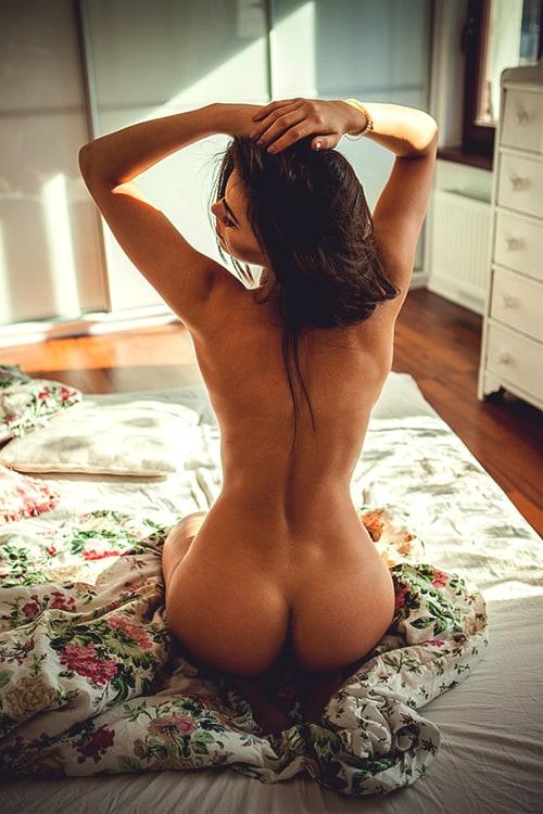 Скачать фото голой спины девушки