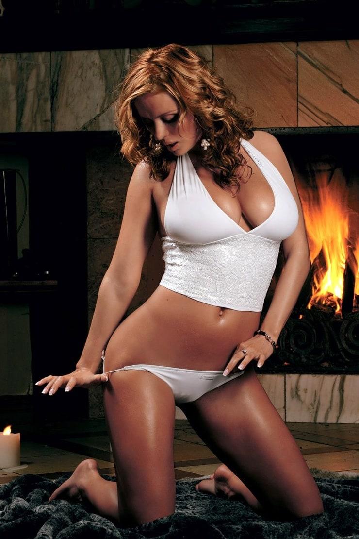 Голая Анна Невская в плейбой фото Playboy апрель 2009