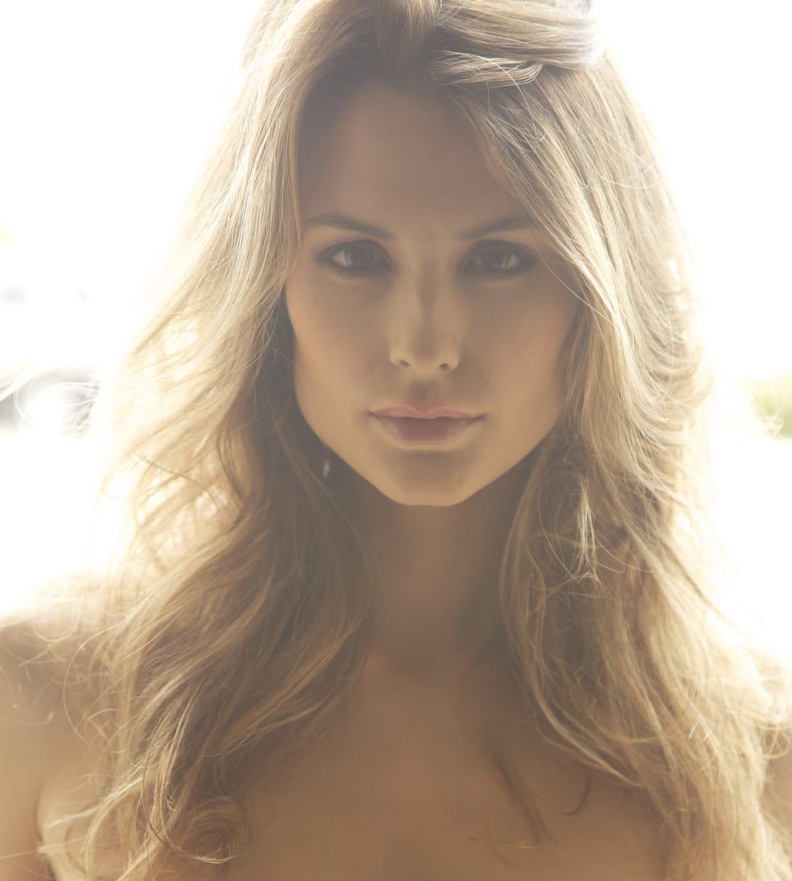 Lauriane Gillieron Nude Photos 23