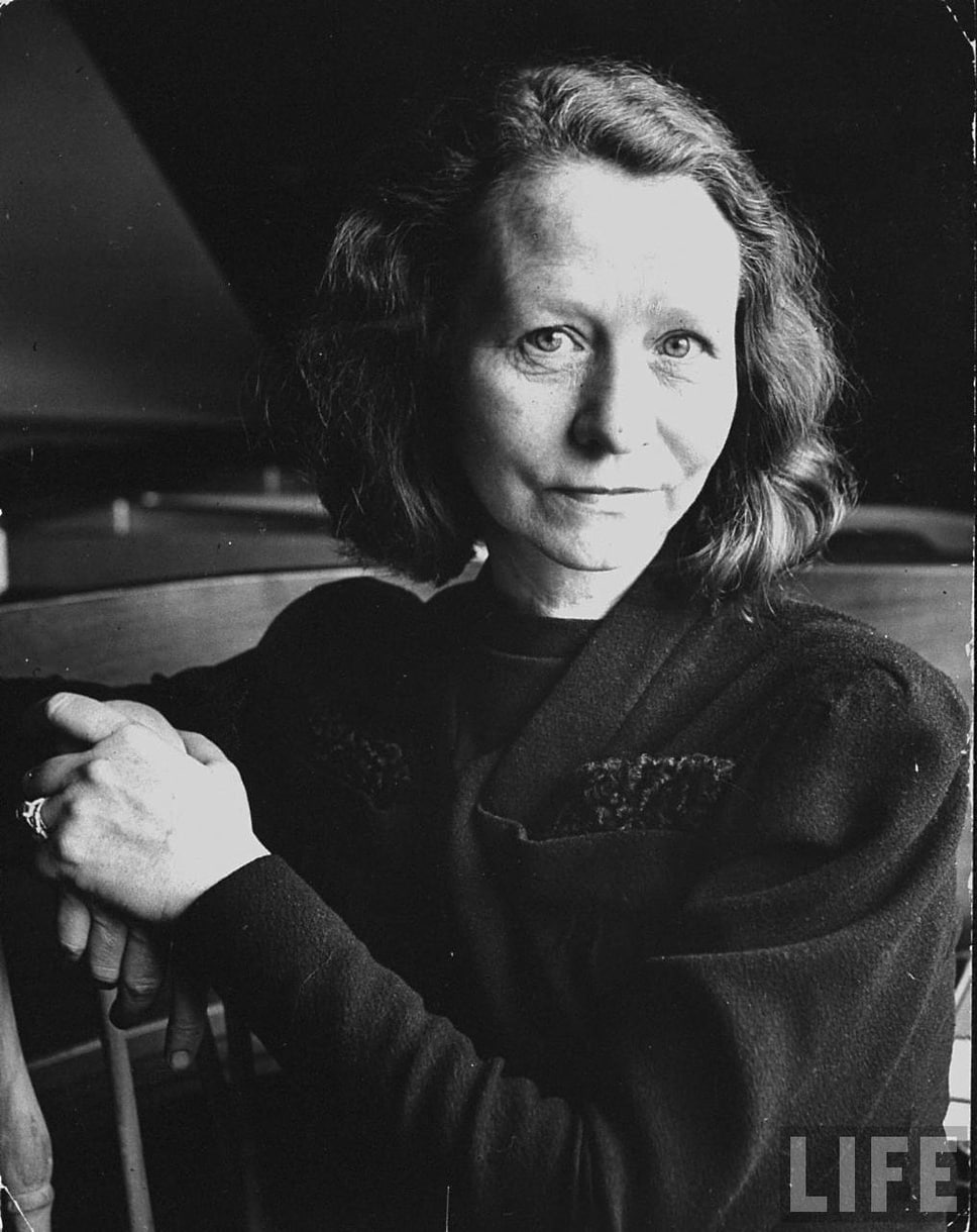 edna st vincent millay Edna st vincent millay was renowned for her traditional poetry and bohemian life, becoming one of the premier twentieth-century lyric poets at the age of seven, edna's parents separated, and she saw little of her father.