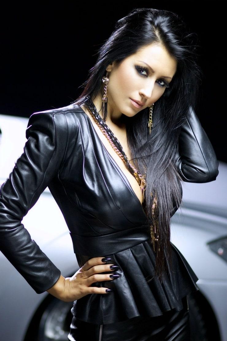 плюс мария болгарская певица фото для бордюров