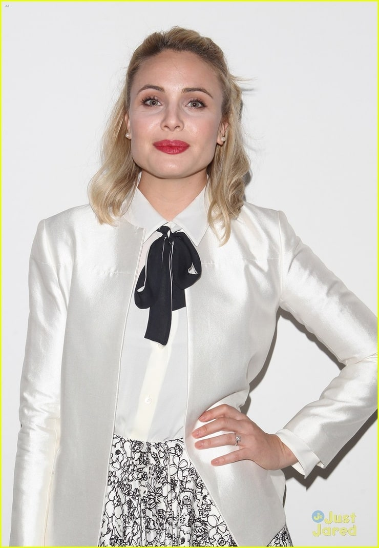 leah pipes - photo #20
