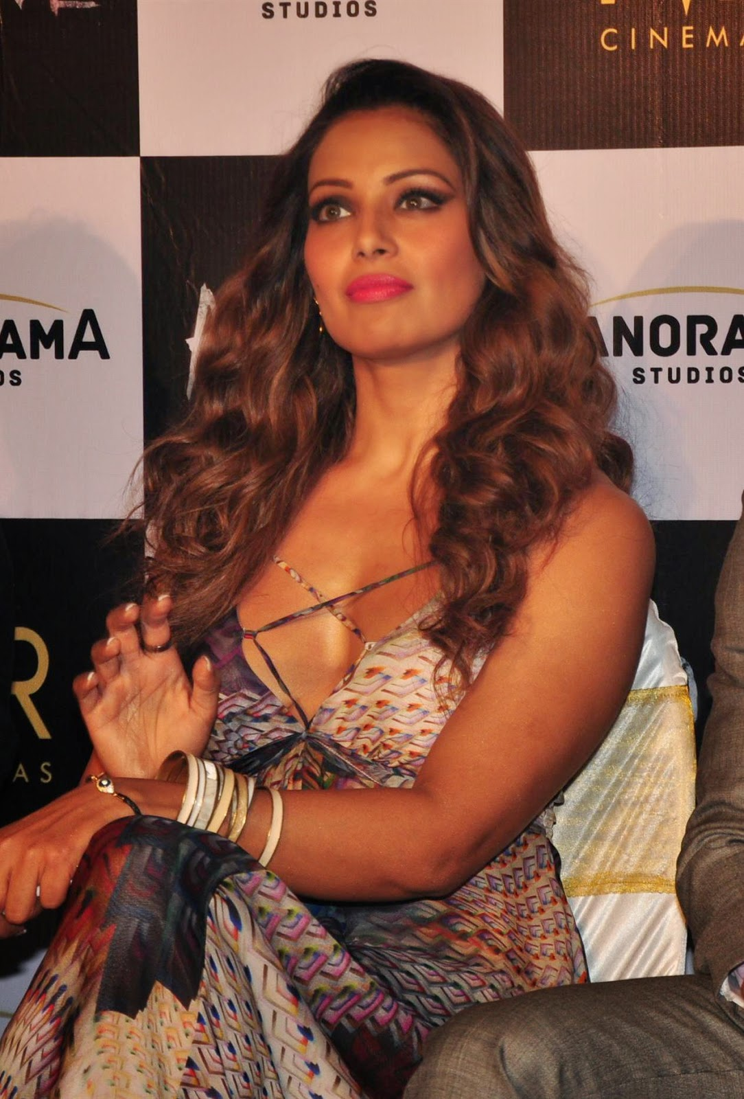 Bipasa Basunude Good picture of bipasha basu