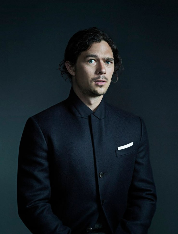 Picture of Luke Arnold