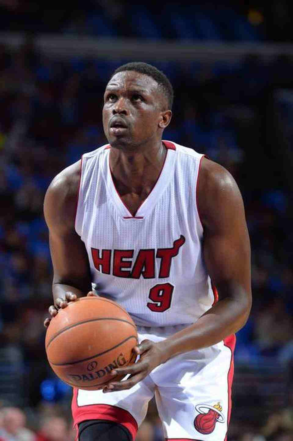 how tall is luol deng
